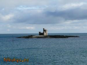 Castillo en medio del agua